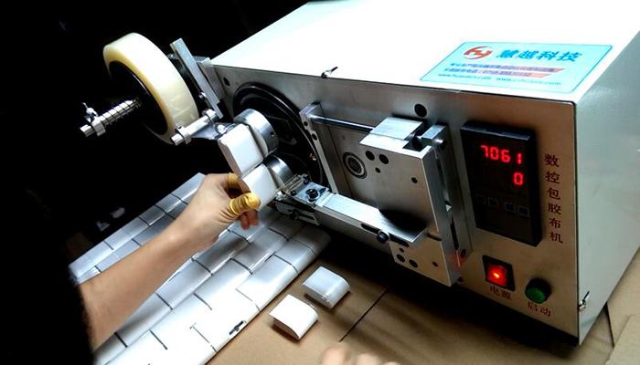 小米集团充电器自动包膜机2