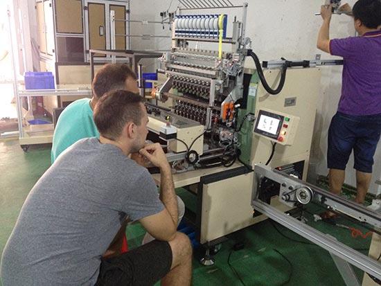 俄罗斯客户代表莅临我司学习十二轴全自动绕线机